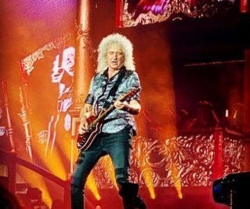 Brian May sacude la cuarentena con una clase a puro rock